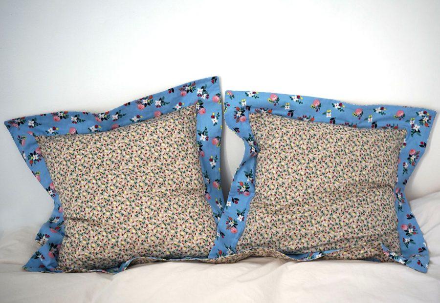 DEPLUSBELLE Housse de coussin en coton fleuri pour un style romantique, une maisons provençal et chic. Pour les coussin de 45x45 cm!