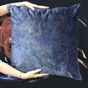 housse-de-coussin-bleu-nuit-bronze-geometrique-sur-mesure-1