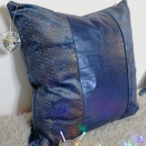 housse-de-coussin-cuir-bleu-nuit-carre-sur-mesure